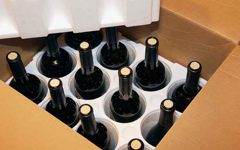 Emballage de vins avec carton et polystyrène